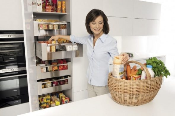 Размещение кухонной утвари в ящиках