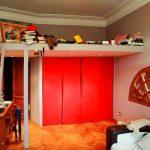 Спальное место под потолком над шкафом