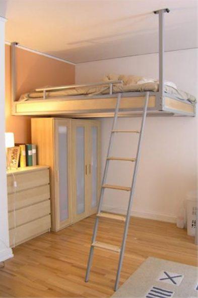 Стационарная кровать под потолком