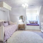 Уютный балдахин над диваном-кроватью