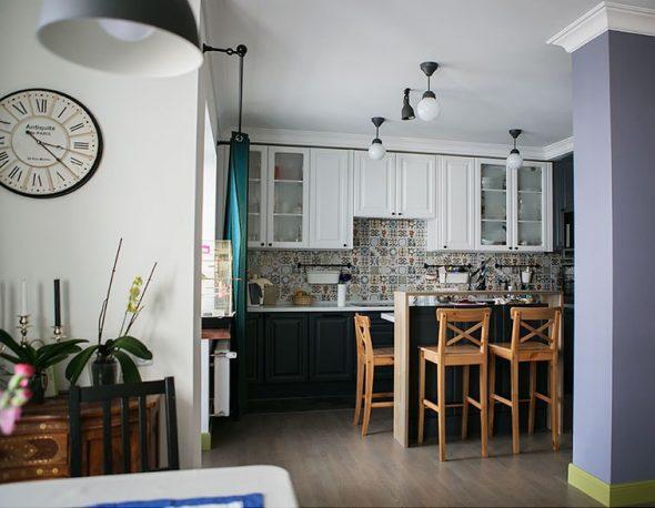 Черно-белая кухня с фасадами из МДФ