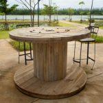 Дачный высокий стол из деревянной катушки