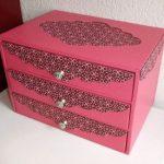 Функциональный, яркий и богато декорированный комод из картона