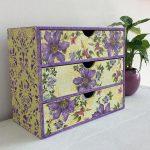 Картонный комод с фиолетовыми цветами