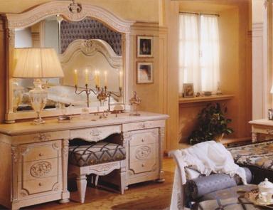 Красивое трюмо с зеркалом в спальне