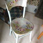 Красивый цветочный рисунок для декора стула в технике декупаж