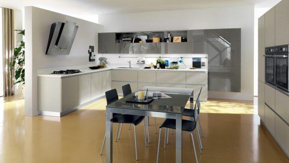 Кухня без верхних навесных шкафов в интерьере