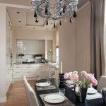 Кухня столовая без верхних шкафов с шкафами-колоннами