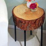 Мини-столик круглой формы из спила на металлических ножках