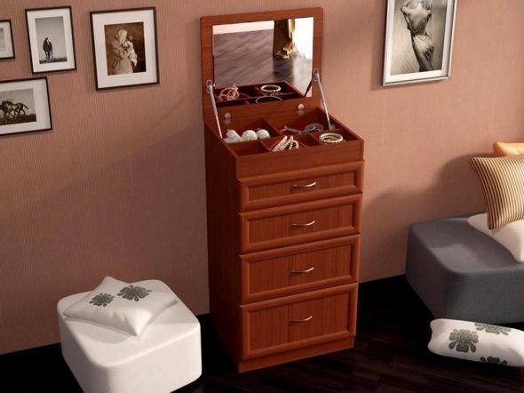 Небольшой туалетный столик