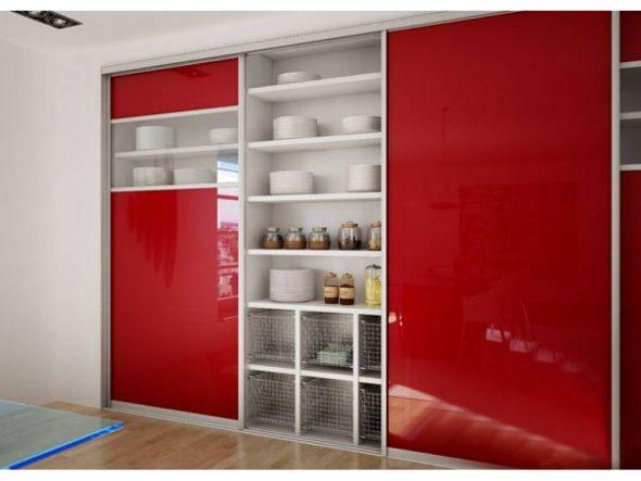 Шкаф-купе на кухне до потолка