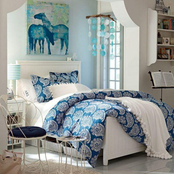 Контрастное оформление кровати