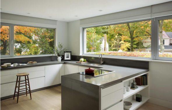 Кухня с окнами вместо ящиков