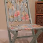 Складной стул после реставрации и обновления