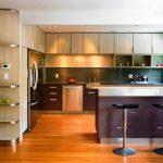 Стильное и современное оформление угловой высокой кухни