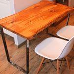 Стол с кухонной столешницей из цельного дерева металлическими ножками