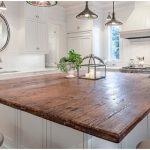 Столешница для белой кухни из дерева