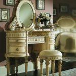 Столик с полукруглыми тумбами