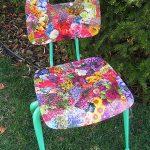Яркий цветочный декупаж для дачного стула