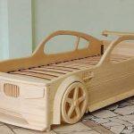 Деревянная кровать-машина для подростка