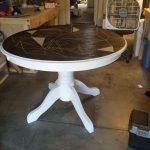 Красивый обновленный круглый стол с новой столешницей