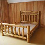 Кровать из бревен для спальни в эко стиле