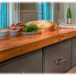Надежная деревянная столешница для кухонного острова