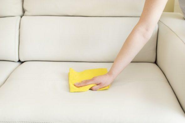 Отмываем кожаный диван