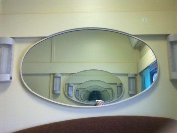 Зеркало напротив зеркала