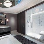 Большая ванная правильным зонированием и оригинальным зеркальным элементом