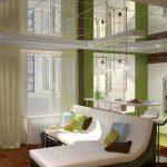 Подвесной потолок с зеркальными элементами в гостиной