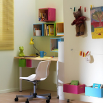Полки-ящики над письменным столом в детской
