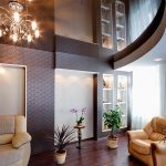 Шикарный зеркальный потолок для стильной гостиной