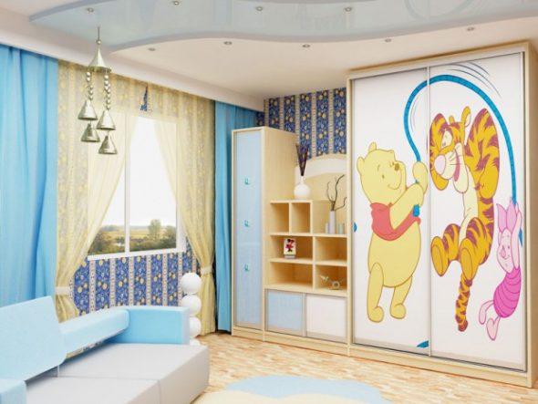 Яркий шкаф-купе для детской