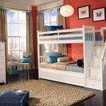 Белая двухэтажная кровать с лестницей-комодом