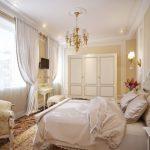 Белоснежное атласное покрывало для классической спальни