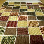 Большой плед на кровать из разнообразных вязанных мотивов