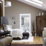 Деревянная мебель для спальной комнаты на мансарде