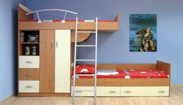Кровать со смещенными спальными местами