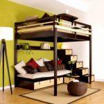 Двухъярусная кровать-чердак подходит для сна наверху и отдыха на первом ярусе