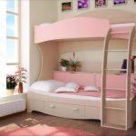 Двухъярусная кровать розового цвета