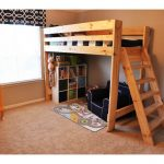 Двухъярусная кровать с наклонной лестницей