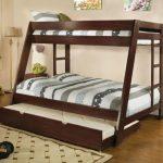 Двухъярусная кровать с двойным спальным местом и выдвижными ящиками в форме трапеции