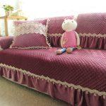 Комбинированное покрывало на диван в нежном цвете