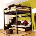 Коричневая кровать на металлическом каркасе в два этажа
