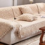 Красивое стеганое покрывало для дивана