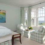 Крупные горошины для декора в интерьере спальни