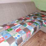 Лоскутное покрывало на сиденье дивана