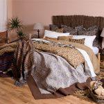 Многослойность в интерьере и украшении кровати