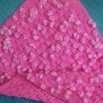 Мягкий розовый плед с помпонами для девочки